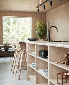 Villa style town homes in Stockholms Husarviken Bay Beach Kitchens, Cool Kitchens, Kitchen Decor, Kitchen Design, House Inside, Interior Design Living Room, Decoration, Boathouse, Woody