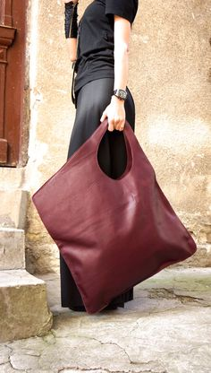 NEW Leather Bordeaux Bag / High Quality Tote Asymmetric Large Bag by AAKASHA NEUE Leder Bordeaux Tasche / hochwertige Tote asymmetrische große Tasche von AAKASHA ♥ is it easy to be your favorite ♥ is it … - Prada Handbags, Purses And Handbags, Large Handbags, Burgundy Bag, Sacs Design, Black Leather Backpack, Leather Bags, Leather Backpacks, Leather Wallet