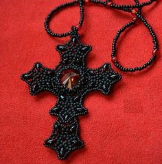 FREE Tutorial by Veronnika - Gothic Cross Pendant. Detailed photos, text in Russian (translate). Originally a YouTube - tutorial in Italian by Moonrose Creation. Use: Miyuki seed beads 11/0 and 15/0, 25 SuperDuo beads, 1 Rivoli 14mm, beading thread about 0,16mm in diameter, needles number 12 or 13
