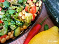 Chickpeas with Chili Pepper and Zucchini