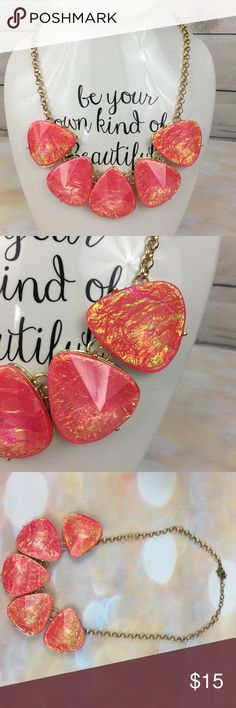Coral pink opal metallic gold statement necklace Great condition Jewelry Necklaces