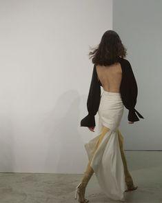 Art_second_maria January 04 2020 at fashion-inspo Look Fashion, Runway Fashion, High Fashion, Fashion Show, Womens Fashion, Fashion Design, Classy Fashion, Daily Fashion, Fashion Clothes