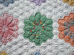 The Quilter Upstairs - quilting Grandmother's Flower Garden hexie block Longarm Quilting, Free Motion Quilting, Hexagon Quilting, Farmhouse Quilts, Machine Quilting Designs, Quilting Ideas, Strip Quilts, Quilt Blocks, Flower Quilts