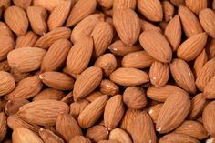 Another key to having a good memory is a healthy diet. Toasted almonds and rosemary can provide a natural supplement for the benefit of our memory. Health Benefits Of Almonds, Almond Benefits, Dry Fruits Online, Low Blood Sugar Levels, Fruits Images, Nut Recipes, Recipies, Kidney Stones, Toasted Almonds
