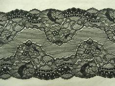 DENTELLE DE CALAIS- 17cm- NOIR DENTELLE DE CALAIS- NOIR  FINE & SOUPLE  Taille: 17cm de largeur  facile à travailler           Idéal pour décorer un objet un vêtement, et embellir toutes vos créations      vendu au mètre