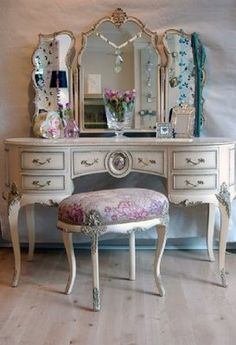 Vintage Vanity Table Magnificent On Inspiration Interior Home Design Ideas with Vintage Vanity Table Home Decoration Ideas Shabby Chic Furniture, Shabby Chic Decor, Vintage Decor, Vintage Furniture, Home Furniture, Bedroom Vintage, Barbie Furniture, Furniture Legs, French Furniture