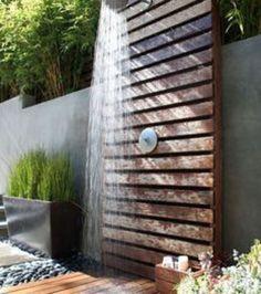 Eine Dusche im Garten