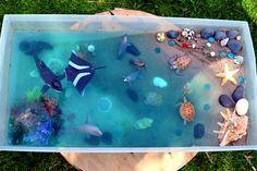 bac sensoriel mini monde schleich nature enfant activité jeu extérieur reggio montessori pédagogie steiner table lumineuse