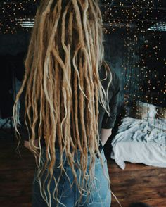 Adding extensions to get your length back after shrinkage Dreadlocks Girl, Mens Dreads, Blonde Dreads, Dread Braids, Locs, Dreadlock Hairstyles, Messy Hairstyles, Pretty Hairstyles, White Girl Dreads