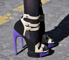 Pump, pump a jam pump it up, yeh pump it up! Loving these purple high-heels, anyone want to buy me a pair for Christmas?.. lol