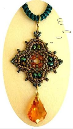 Love this pendant! Tutorial in French but great diagrams.