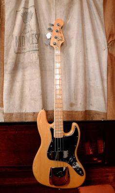 Fender Jazz Bass 1977 Natural: I own a re-issue of this bass, exactly like this in appearance.