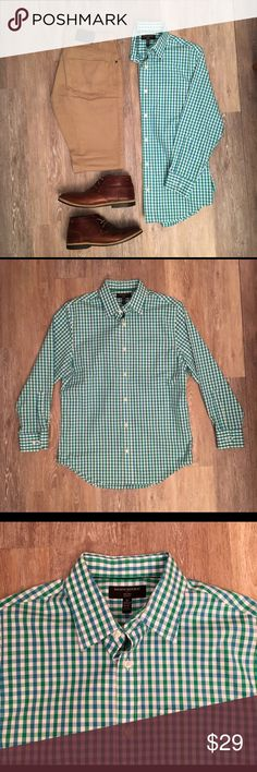 Banana Republic Green Gingham Print Button Down Excellent condition Banana Republic non iron slim fit Button Down in blue and green gingham. Pocket on the chest 15-15 1/2 33/34. 100% cotton. There's a minor black mark on bottom of shirt seen in pics above. Not noticeable when tucked in Banana Republic Shirts Casual Button Down Shirts
