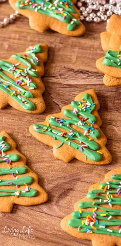 This Christmas Tree Gingerbread Cookies Recipe is such a fun Christmas cookie recipe to cook up! Share these tasty cookies with your family and friends! Decorate these festive cookies with your kids for a fun family activity or DIY gift idea for friends. #Christmascookies Gingerbread Christmas Tree, Christmas Tree Cookies, Christmas Treats, Gingerbread Cookies, Tasty Cookies, Ginger Bread Cookies Recipe, Healthy Cookies, Easy Holiday Cookies, Cookies For Kids