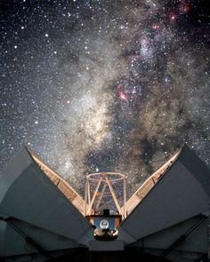 Faulkes Telescope, Hawaii | photo: ESA