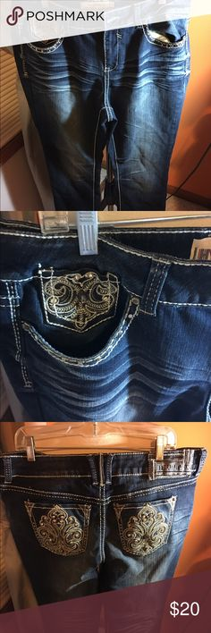 Blue jeans by hydraulics jeans This is a pair of jeans by hydraulic jeans in a size 18  this jeans have embellished front and back pockets  with a 32 inch inseam Hydraulic Jeans Boot Cut