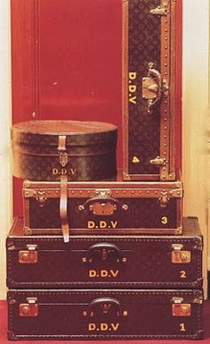Always Travel In Style - Diana Vreeland's LV luggage Louis Vuitton Trunk, Louis Vuitton Luggage, Vintage Louis Vuitton, Louis Vuitton Handbags, Diana Vreeland, Vintage Suitcases, Vintage Luggage, Lv Luggage, Leather Luggage