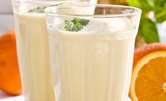 Smoothie med ananas och apelsin recept Smoothies, Glass Of Milk, Mixer, Detox, Beverages, Sweet, Desserts, Milkshakes, Food