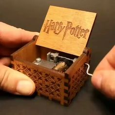 Vintage Hollow Pattern Wooden Musical Box Harry Potter Power of Thrones Star Was Theme Music Box for Children Kids Birthday Gift. Harry Potter Dvd, Harry Potter World, Cadeau Harry Potter, Harry Potter Thema, Theme Harry Potter, Anniversaire Harry Potter, Harry Potter Presents, Ginny Weasley, Draco Malfoy