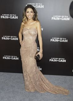 yolanthe pain and gain premiere jurk tweedehands Michael Bay, Strapless Dress Formal, Formal Dresses, Gain, Fashion Inspiration, Celebs, Lifestyle, My Style, Formal Gowns