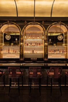 "Cocktail connoisseurs ready for a swanky night out need look no further than Rosina Bar at the Palazzo Las Vegas. This intimate retreat is known for its classic menu and most notably, the ""Champagne C Lounge Design, Lounge Bar, Pub Design, Architecture Restaurant, Restaurant Design, Vegas Bars, Las Vegas, Hotel Plaza, Night Bar"