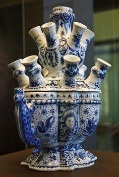 Делфтский фарфор XVIII века, имитирующий китайские изделия. Принсенхоф-музей во дворце принца Оранского в Дельфте