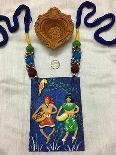 Jute and Terracotta Infused Handcrafted Jewelry Handgefertigter Schmuck aus Jute und Terrakotta Diy Fabric Jewellery, Fancy Jewellery, Fabric Earrings, Textile Jewelry, Terracotta Jewellery Designs, Terracota Jewellery, Etsy Jewelry, Jewelry Crafts, Terracotta