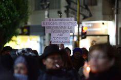 """Padres de estudiantes, alumnos y docentes impulsaron esta noche en Santa Cruz una marcha de antorchas por """"la educación, salud, justicia y salarios"""", con epicentro en la ciudad de Río Gallegos. Participaron unas 4 mil personas.   #CONFLICTO DOCENTE #MARCHA DE ANTORCHAS #santa cruz"""