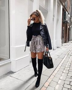 Is your wardrobe needs some refreshment for this long-awaited holiday? So enjoy scrolling through our 22 pure holiday style inspiration for women. Cute Fall Outfits, Edgy Outfits, Winter Fashion Outfits, Grunge Outfits, Fall Winter Outfits, Short Outfits, Autumn Winter Fashion, Bohemian Fall Outfits, Stylish Winter Outfits