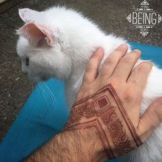'Menna' Trend Sees Men Wearing Intricate Henna Tattoos Henna Tattoos, Paisley Tattoos, Body Art Tattoos, Tattoo Art, Mandala Tattoo Design, Henna Tattoo Designs, Tattoo Ideas, Henna Mandala, Henna Men