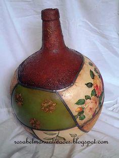 Todo tipo de trabajos de manualidades  hechos con cariño. Bottles And Jars, Glass Bottles, Shabby Home, Painted Pots, Vintage Diy, Tea Roses, Bottle Art, Pottery Vase, Altered Art