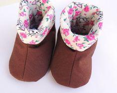 Sapato de bebê em tecido Bota