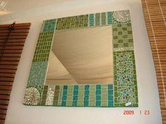 Espejos con marco decorados espejo vidrios de colores for Banos decorados con guardas de venecitas