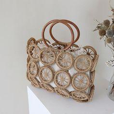 Woven Beach Bags, Macrame Bag, Handmade Handbags, Types Of Bag, Casual Bags, Designing Women, Fashion Bags, Straw Bag, Purses