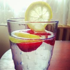 Home made healthy drink :) Eat Healthy, Healthy Drinks, Healthy Life, Healthy Recipes, Grapefruit, Lemonade, Drinking, Strawberry, Homemade