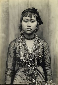 Silver print, Originally in the Collection of Charles C. Batchelder, who was Under Secretary of the Interior of the Philippine Islands from text and image source : Swann Galleries Filipino Art, Filipino Culture, Filipino Tattoos, Philippines Culture, Philippines Travel, Philippines Dress, Filipino Fashion, Ghost In The Machine, Filipina Beauty