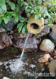 Vettä voi ohjata esimerkiksi putkilla, bambuilla tai kouruilla. www.kotipuutarha.fi