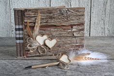 Livre d'or mariage en bois rustique tissu carrelé brun et beige stylo plume, Livre signatures campagne chic, Livre d'or bûcheron avec coeurs Wedding Guest Book, Beige, Etsy, Home Decor, Rustic Wood, Fountain Pen, Brown, Fabric, Taupe