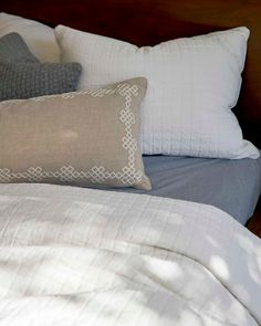 3 Practical, Simple, Comfy Bedding Combos We're Loving for Fall - Emily Henderson #bedding #homedesign #style