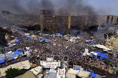 Desalojoso fozosos del ejército contra los seguidores de Mursi fueron el detonante de una oleada de disturbios y enfrentamientos por todo #Egipto (Foto: EFE)