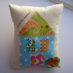 Petite Happy Home Pillow No.13  appliqued natural от tracyBdesigns