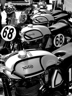 roadtripdaydreams: Norton Manx racers at WIllow Springs by | El Caganer on Flickr.