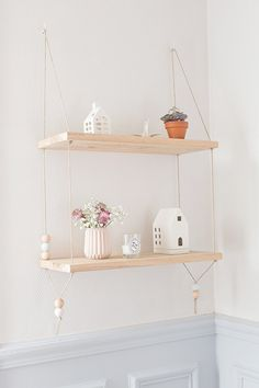 DIY Pretty Hanging Shelves - Home Decor ideas are pretty cheap when you DIY. I am glad that I could find these DIY Home Decor Ideas and pinning for future reference. Every girl should know these Home Decor DIY ideas. Suspended Shelves, Diy Hanging Shelves, Floating Shelves Diy, Wall Shelves, Hanging Bookshelves, Floating Wall, Hanging Storage, Book Shelves, Bathroom Shelves