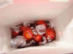 Are Lindt LINDOR Chocolate Truffles Gluten Free? Find out if these sweet chocolate treats are gluten free and safe for people with an allergy. Lindt Truffles, Lindt Lindor, Lindt Chocolate, Chocolate Treats, Chocolate Truffles, Delicious Chocolate, Breakfast Biscuits, Types Of Cakes, Savory Snacks