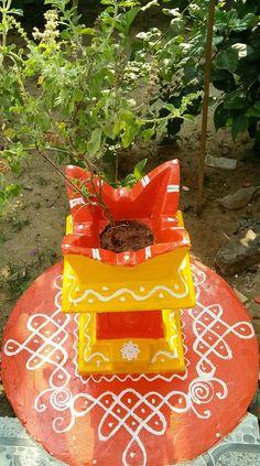 Mandir Design, Pooja Room Design, Rangoli Designs With Dots, Kolam Designs, Ethnic Home Decor, Indian Home Decor, Diwali Decorations, Festival Decorations, Tulasi Plant