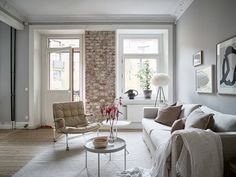 Beautiful grey home with a soft pink touch - coco lapine designcoco lapine Dusty Pink Bedding, Blue Bedding, Warm Grey Walls, Living Room Decor, Living Spaces, Living Rooms, Turbulence Deco, Warm Colour Palette, Pink Pillows