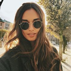 #rayban More Hair Makeup Glamorous, Jewelry Accessories, Details Jewellery Etc, Mode Hair Makeup, Sunglasses Rayban sunglasses #rayban