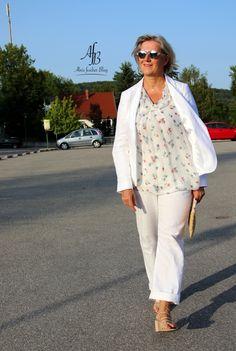 Outfit: Leichte Sommerbluse, Blazer und Hose aus Leinen in Weiß http://www.alnisfescherblog.com/outfit-leichte-sommerbluse-blazer-und-hose-aus-leinen-weiss/