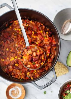 This easy vegetarian chili recipe is the perfect way to warm up on a cold fall or winter night! It's packed with beans, corn, peppers, and tomatoes and filled with bold chipotle flavor. Vegetarian Chili Easy, Veggie Chili, Veggie Soup, Vegetarian Dinners, Chili Recipes, Vegan Recipes, Vegan Foods, Sweet Potato Chili, Fire Roasted Tomatoes