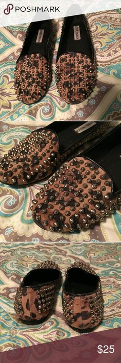 Steve madden stud flats Steve Madden leopard flats with gold studs. Bought from another posher, but didn't fit me. Excellent condition! Steve Madden Shoes Flats & Loafers